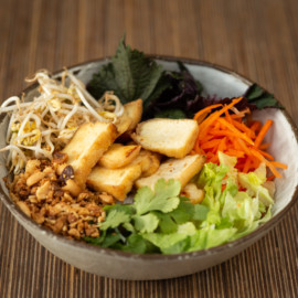 Bún bò Nam Bos pečeným marinovým tofu | Odpolední menu Blok 12